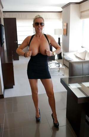 Nude Housewife Boobs Pictures