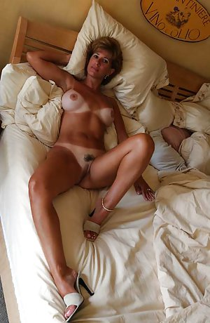 Naked Wife Boobs Pictures