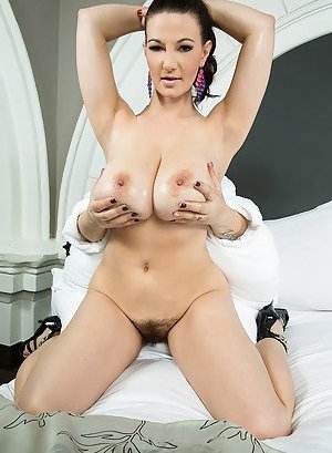 Oiled Nude Boobs Pictures